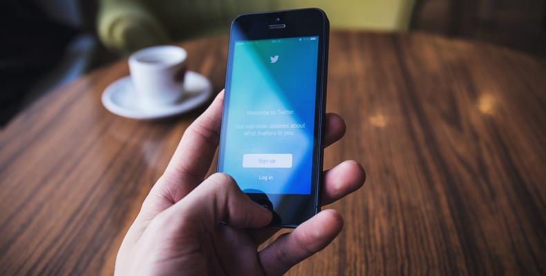 Review of Social Media Leader in 2016
